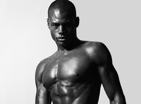 Zobacz zdjęcia przystojnego Marcusa Hilla