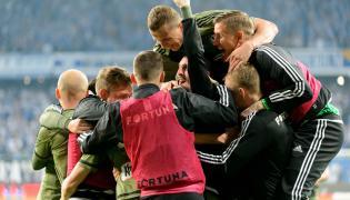 Piłkarze Legii Warszawa cieszą się ze zwycięstwa po meczu Ekstraklasy z Lechem Poznań