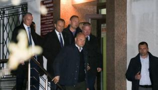 Donald Tusk wychodzi z prokuratury