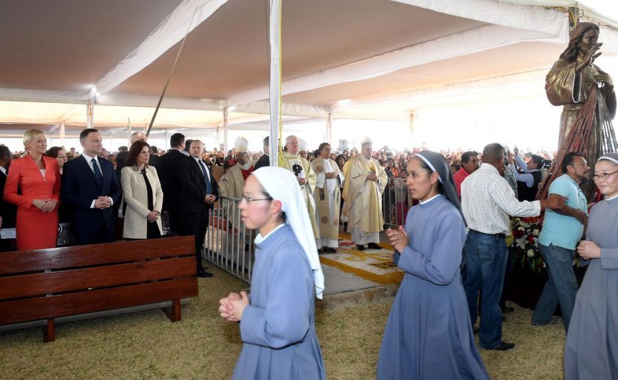 Para prezydencka podczas mszy św. w polskiej misji pallotyńskiej w Sanktuarium Miłosierdzia Bożego w Tenango del Aire