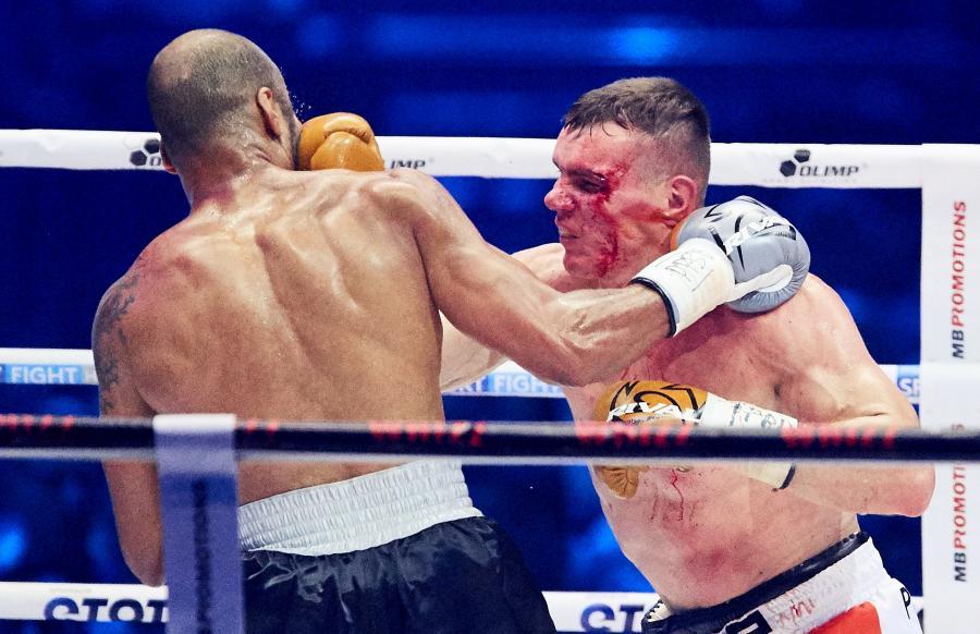 Mateusz Masternak i Ismajił Siłłach podczas walki w trakcie gali bokserskiej Polsat Boxing Night
