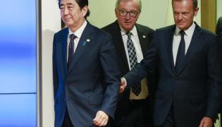Shinzo Abe, Jean-Claude Juncker i Donald Tusk