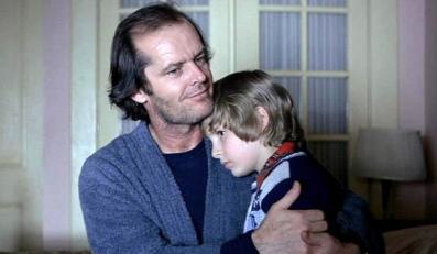 """Danny Lloyd i Jack Nicholson w """"Lśnieniu"""" Stanleya Kubricka z 1980 roku"""