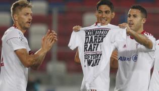 Piłkarze Górnika Zabrze Igor Angulo (P), Dani Suarez (C) i Szymon Matuszek (L)