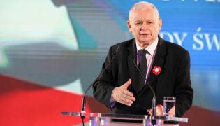 Prezes PiS Jarosław Kaczyński przemawia podczas spotkania patriotycznego w Hotelu Sheraton w Krakowie