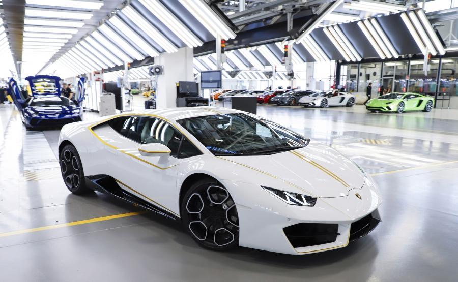 Zdjęcia Papież Franciszek Dostał Lamborghini Huracan Rwd