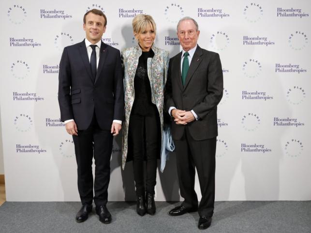 Emmanuel i Brigitte Macronowie oraz Michael Bloomberg