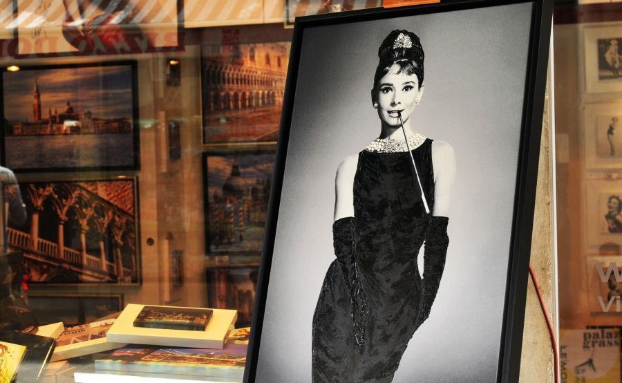 Audrey Hepburn w sukni Givenchy\'ego