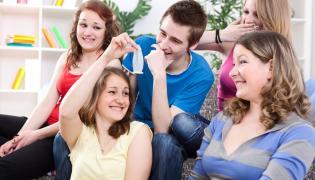 Nastolatki rozmawiają o seksie