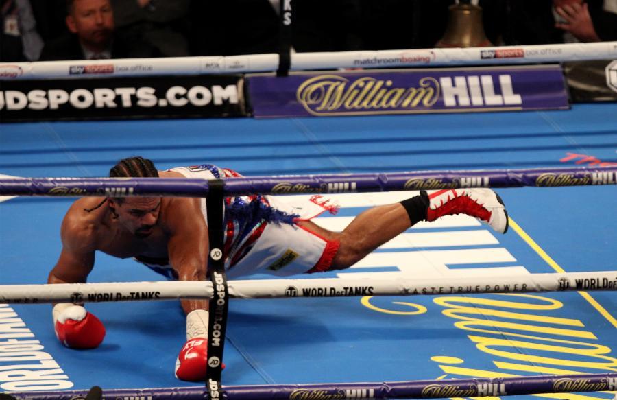 David Haye trzy razy leżał na deskach. Tony Bellew wygrał w piątej rundzie