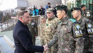 Wizyta Prezydenta RP w strefie zdemilitaryzowanej w Republice Korei / Jakub Szymczuk
