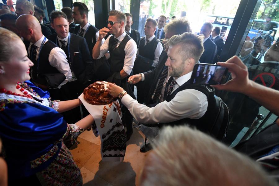Jakub Błaszczykowski (P) i Łukasz Piszczek (C) witani w hotelu Hyatt Regency