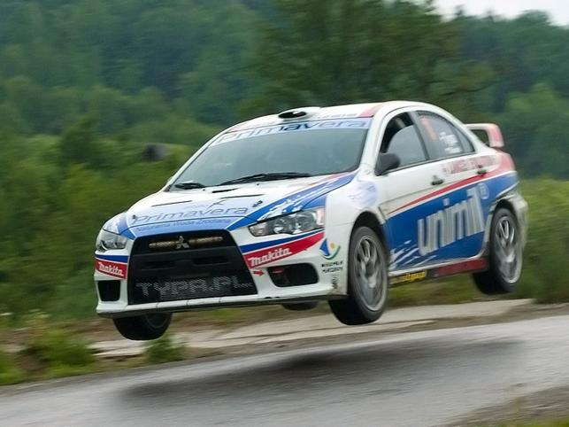 Nowy samochód i nowe wyzwania. Oto Radek Typa, kierowca rajdowy z Ornety, rusza na trasy Rajdowych Samochodowych Mistrzostw Polski