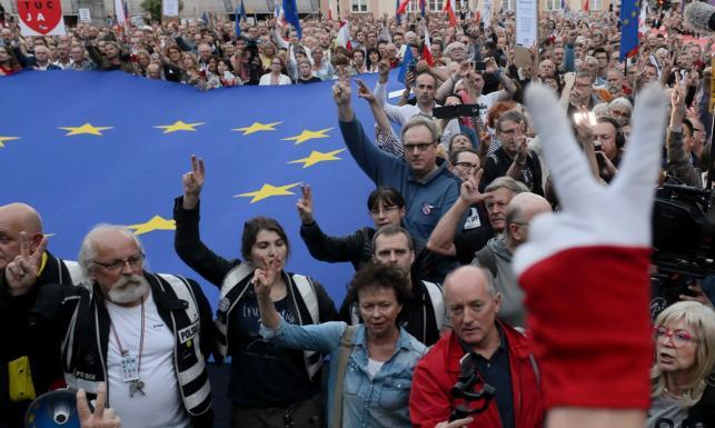 Protesty w obronie SN. ZDJĘCIA z polskich miast