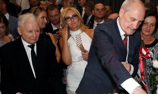 Powrót Macierewicza do MON? Były minister dostał specjalne zadanie od szefa PiS