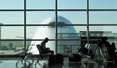 Na urlop taniej samolotem niż autem