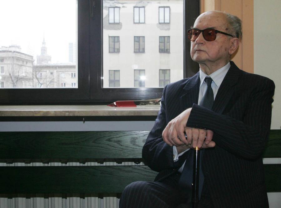 Sondaż: Jaruzelski lepszy od Kaczyńskich