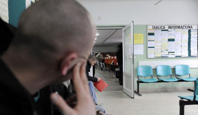 Bezrobocie spada, ale szykują się zwolnienia