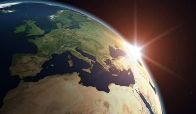 Wraki satelitów będą orbitować przez wieki