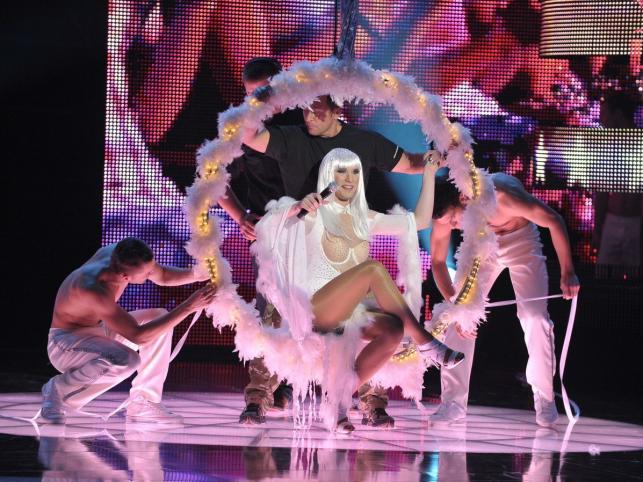 Występ drag queen Cher