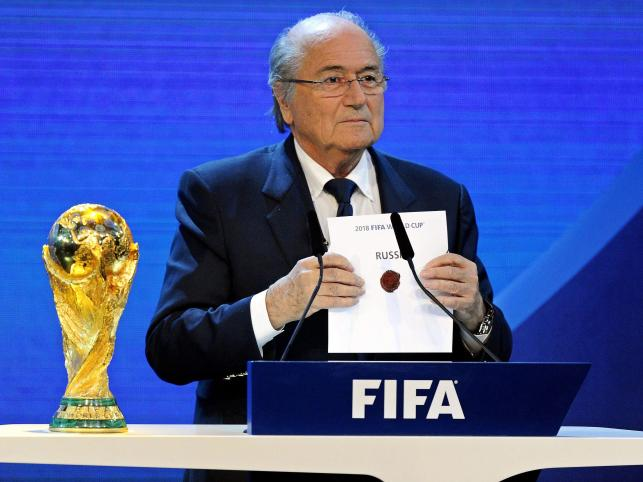 Prezydent FIFA Joseph Blatter ogłasza, że mundial 2018 zorganizuje Rosja