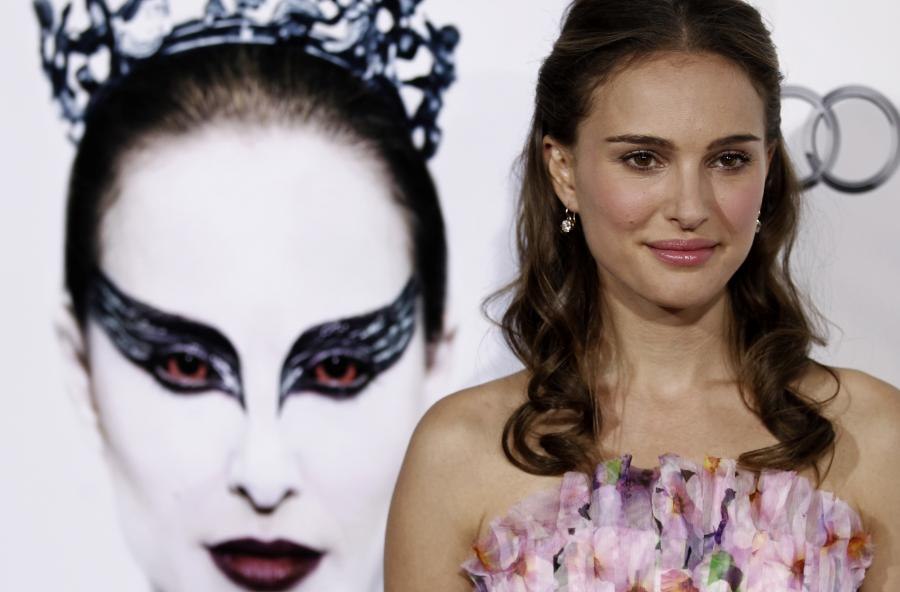 Natalie Portman na tle plakatu do \