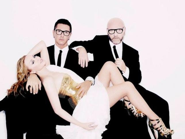 Kylie Minogue w strojach zaprojektowanych przez Dolce & Gabbana