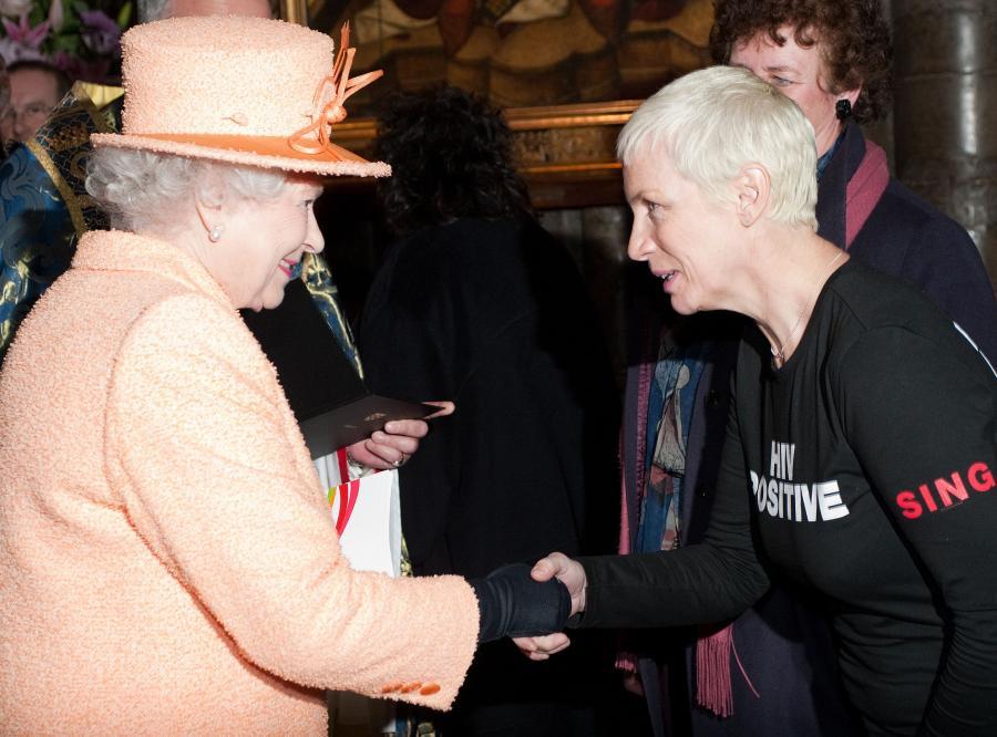 Annie Lennox z królową Elżbietą