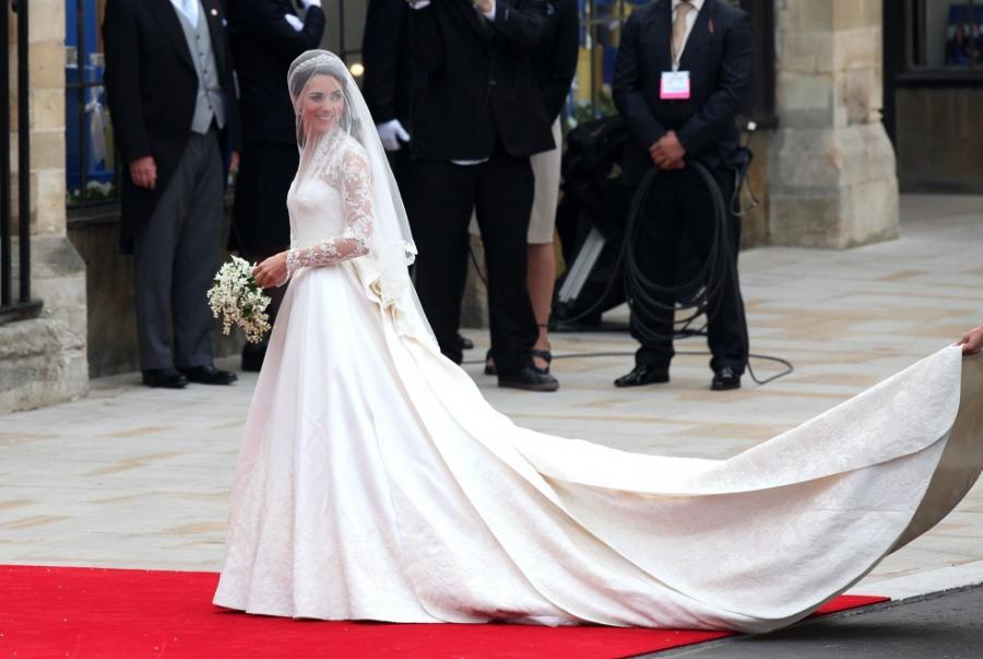Suknia ślubna Kate Middleton została zaprojektowana przez Sarah Burton