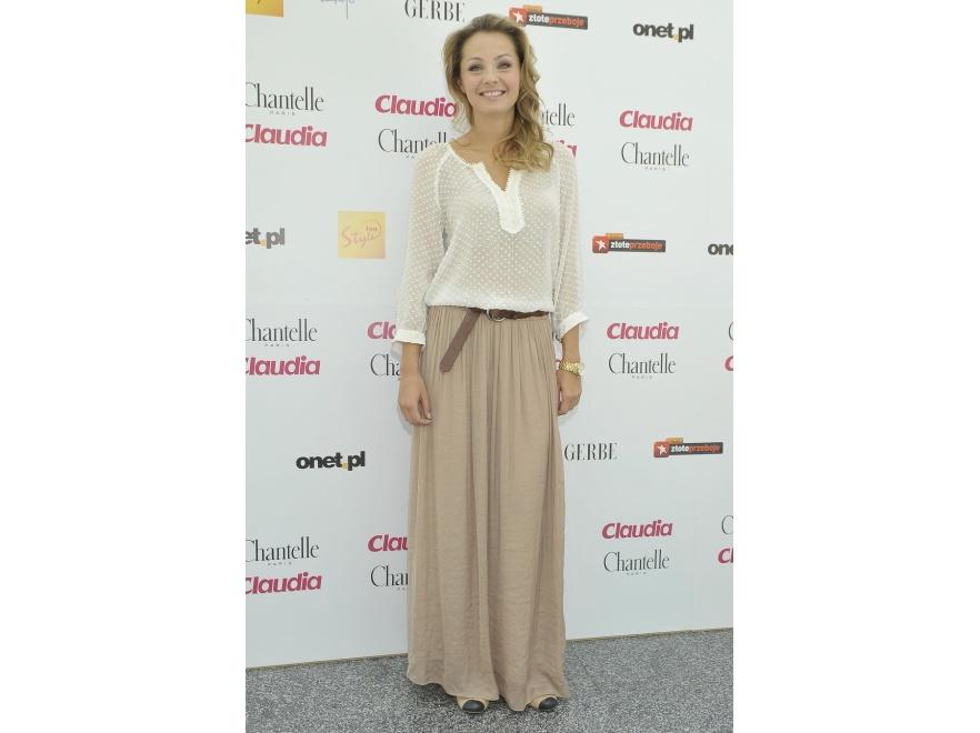 Małgorzata Socha wybrała długą spódnicę i stonowane barwy kreacji