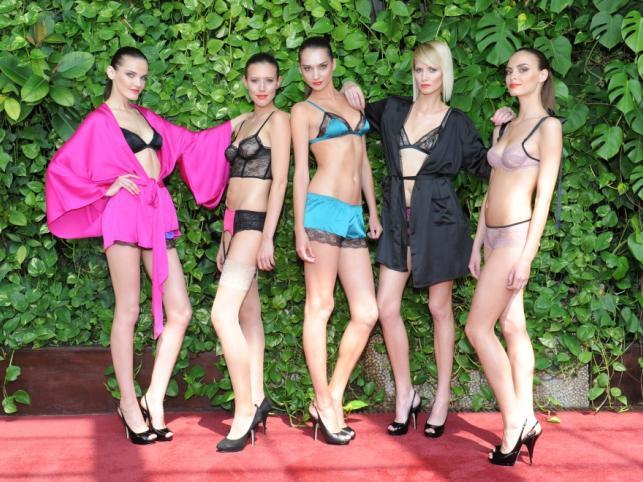 Dziewczyny są gorrrące - pokaz bielizny i strojów kąpielowych marki Etam z kolekcji lato 2011
