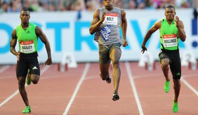 Bolt (w środku) nie pobiegnie w mistrzostwach Jamajki