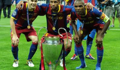 Piłkarze Barcelony z trofeum Ligi Mistrzów