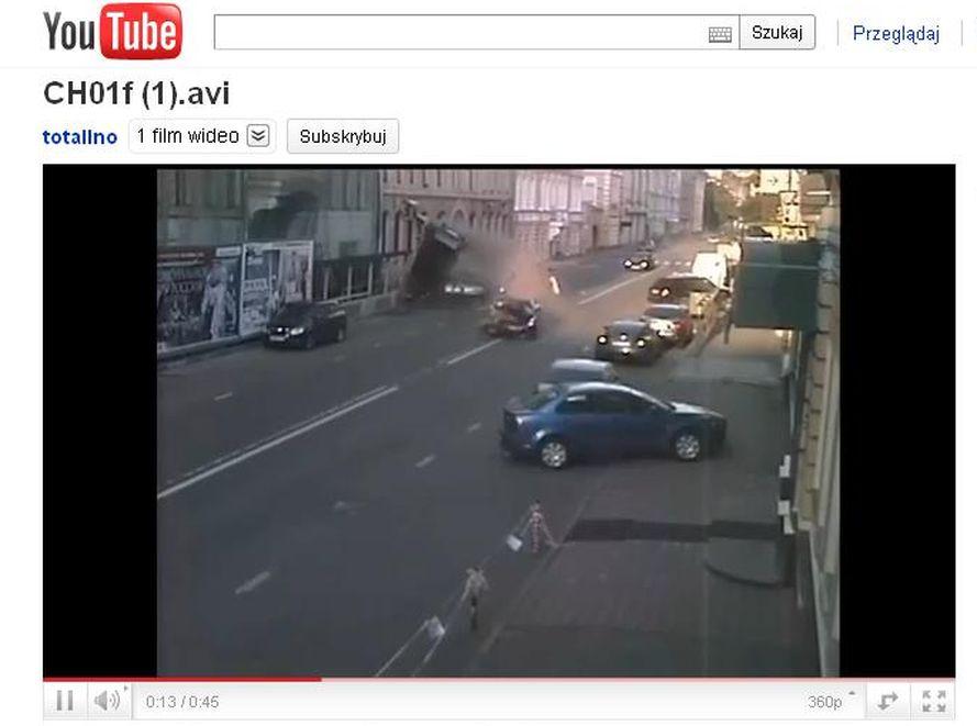 Wypadek na ulicy w Moskwie. Nissan \