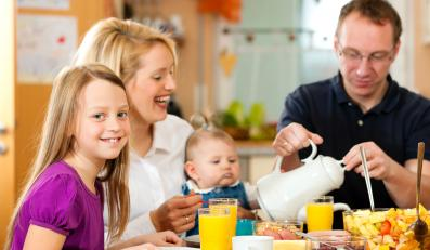 Zdrowe odżywianie oznacza dla Polaków głównie jedzenie różnorodnych potraw