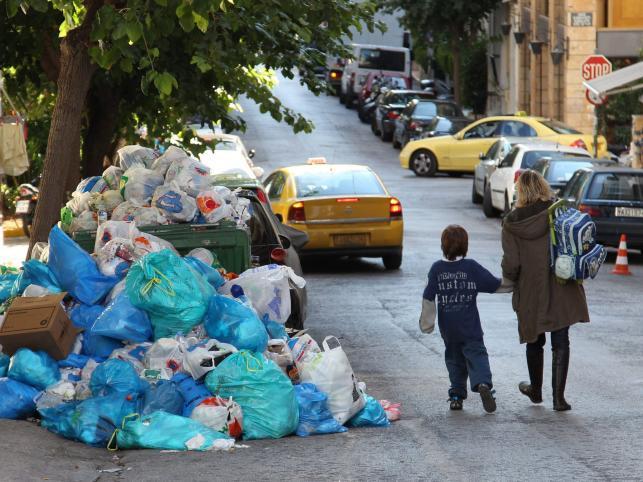 Góry śmieci na ulicach Aten