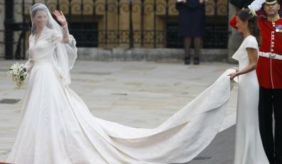 """Kreacja Pippy Middleton """"skradła show"""" na ślubie Księcia Williama i"""