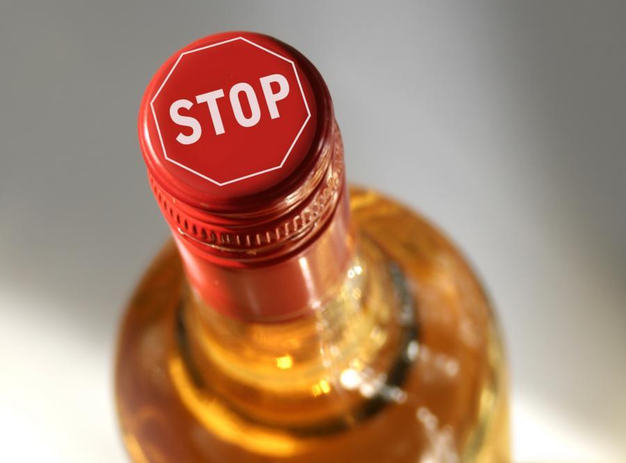 alkohol wódka alkoholizm butelka
