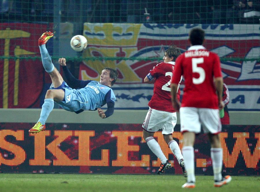 Luuk de Jong strzela gola dla Twente
