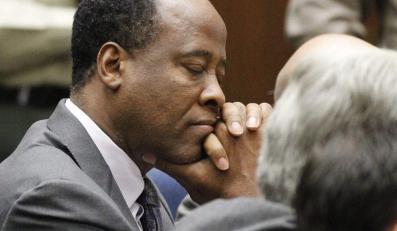 Conrad Murray, osobisty lekarz Michaela Jacksona, właśnie został skazany na cztery lata więzienia za nieumyślne zabójstwo Króla Popu, listopad 2011