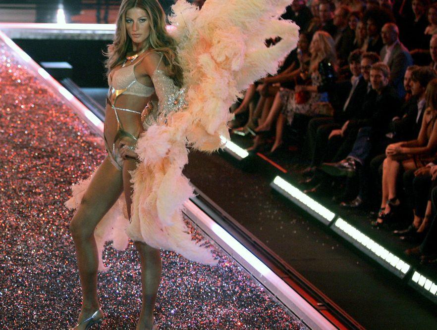 Gisele Bundchen podczas pokazu Victoria\'s Secret