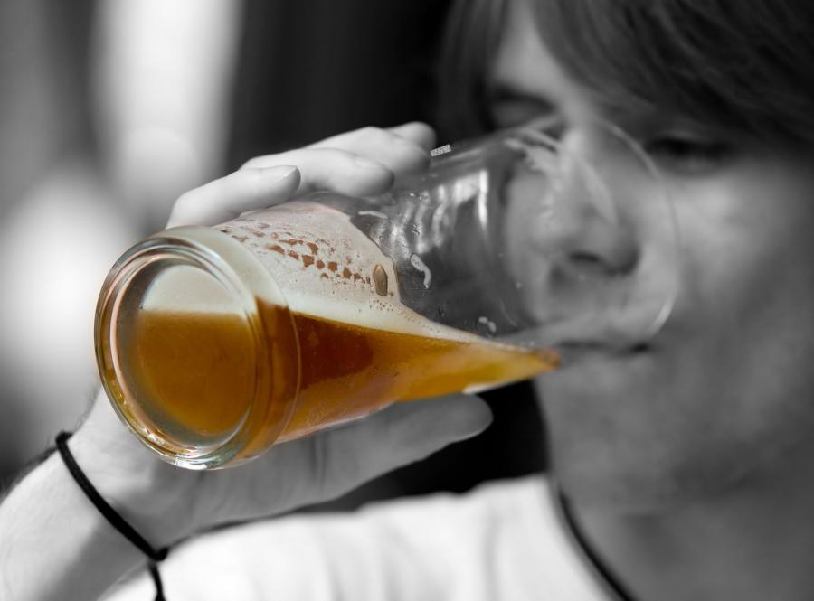 nastolatek młodzież piwo alkohol