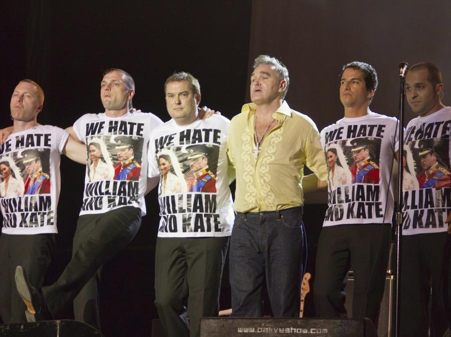Morrissey ubrał swój zespół w koszulki z napisem: \