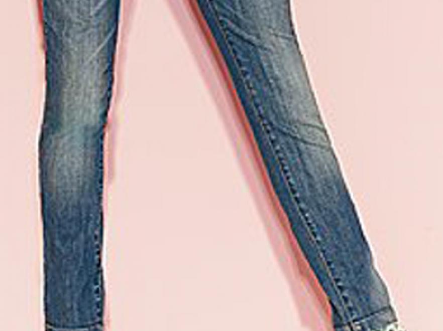 Na dżinsy z wysokim stanem pokusić się mogą osoby bardzo szczupłe, z podkreśloną linią talii