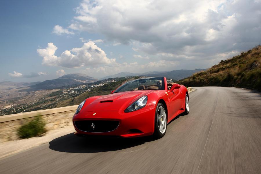 Ferrari california - tak wygląda auto w całości