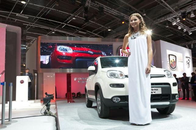 Miss Włoch 2012, Giusy Buscemi i nowa panda 4x4 to gwiazdy Fiata, które błyszczały na stoisku włoskiej marki w Paryżu