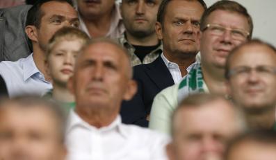 Donald Tusk i sędzia Milewski na meczu