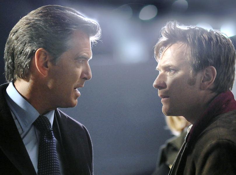 Pierce Brosnan i Ewan McGregor w filmie \