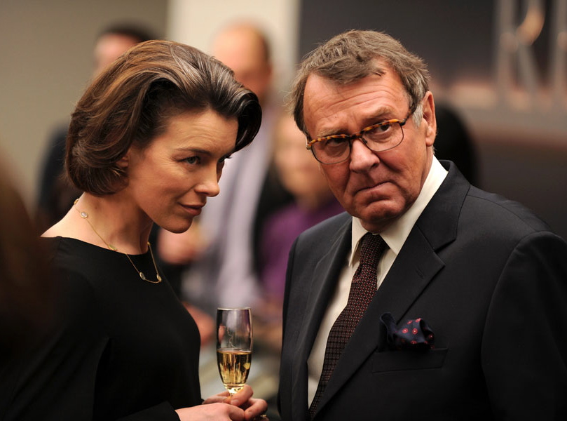 Olivia Williams i Tom Wilkinson w \