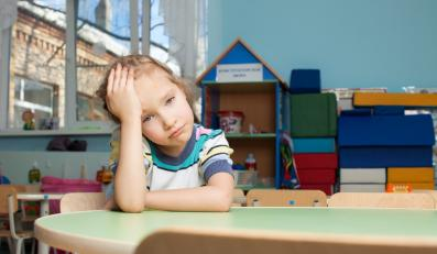 Smutne dziecko w przedszkolu
